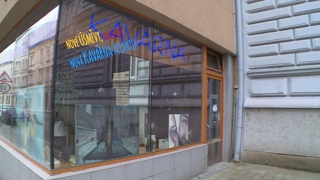 Výstava za sklem v klubu Atlantik