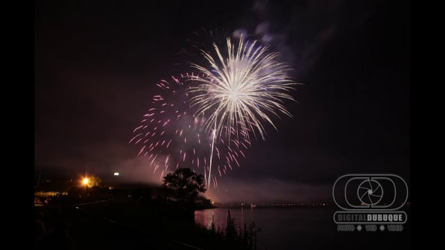 Dubuque Fireworks show in 30 seconds