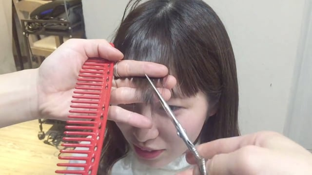 前髪をショートバングにカット