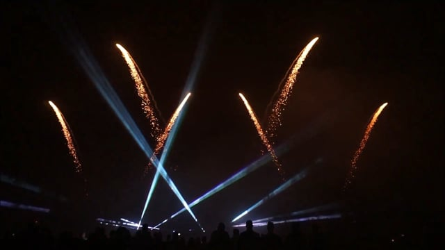 Fejerverkų, lazerių ir šviesų reginys