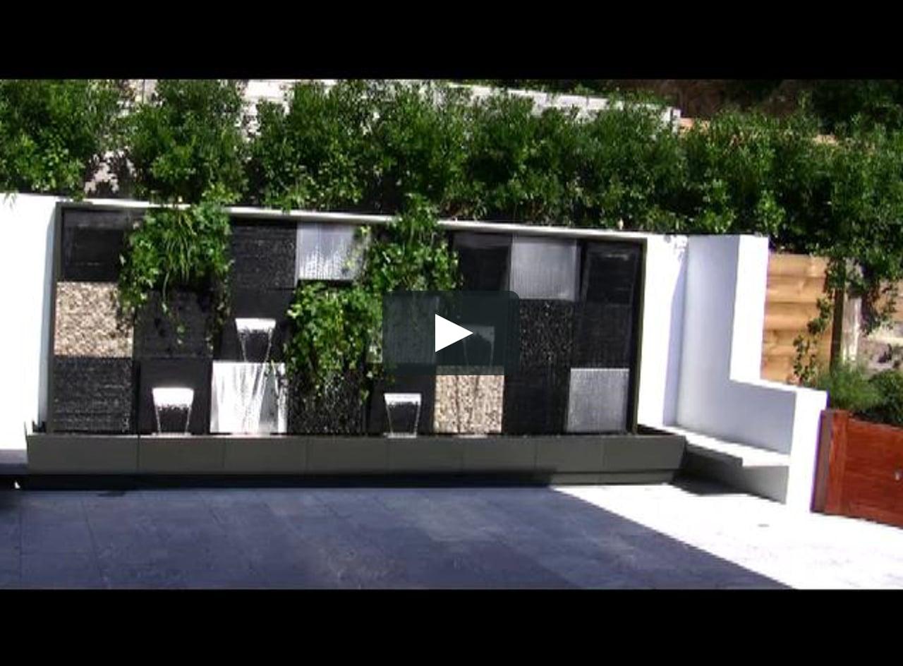 Mur d 39 eau natura wall de cactose au coeur d 39 un jardin on - Mur d eau jardin ...
