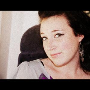 Profile picture for Jasmine De La Paz