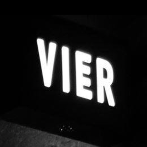 vier in