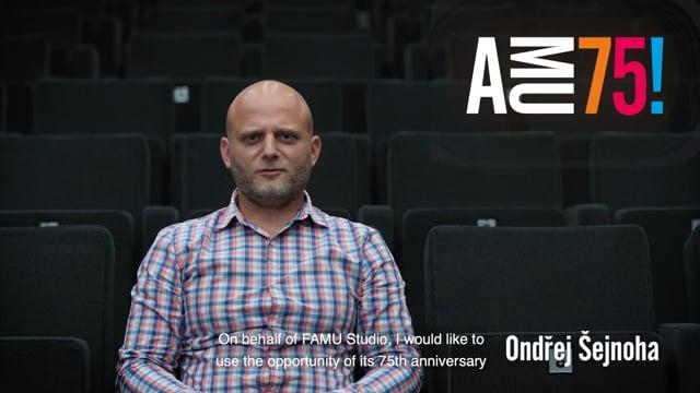 Ředitel Studia FAMU Ondřej Šejnoha kromě přání předává škole také symbolický dárek. Po třiceti letech se totiž pod jeho vedením do Studia FAMU – po rozsáhlé, několikaleté generální rekonstrukci – vrací kino v podobě unikátní Referenční projekce se čtyřmi plátny a výjimečným uspořádáním projekční kabiny, která je připravena na odbavení mj. nitrátových filmů.