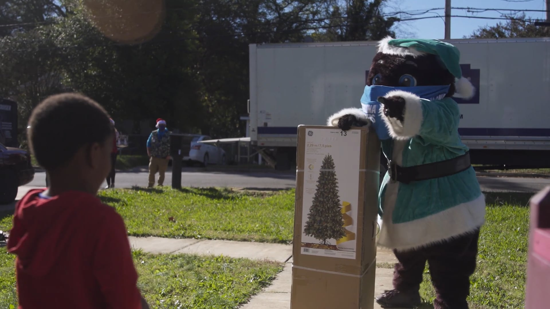 Lowe's Gives Back at Christmas