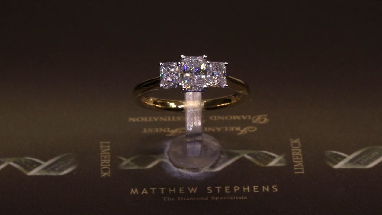 73315 - Radiant Three Stone, T1.10ct, Set in 18ct yellow Gold