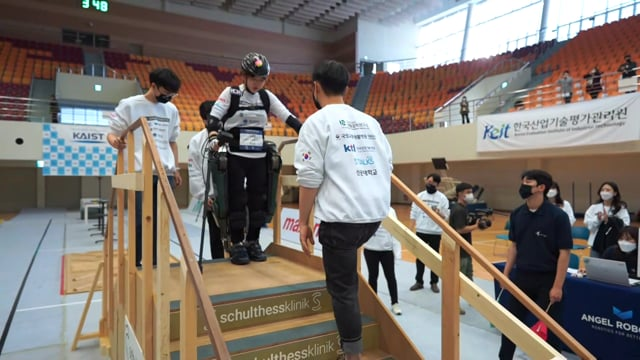 C2020_EXO_Angel-Robotics-2_BIB506_Race2_164A_2