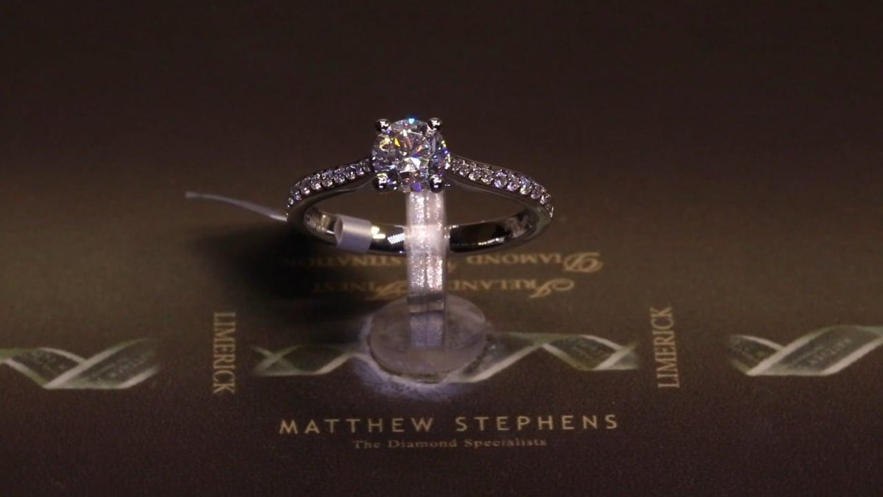 74923 - Round Brilliant Solitaire with Diamond Set Shoulders, T0.85ct, Set in Platinum