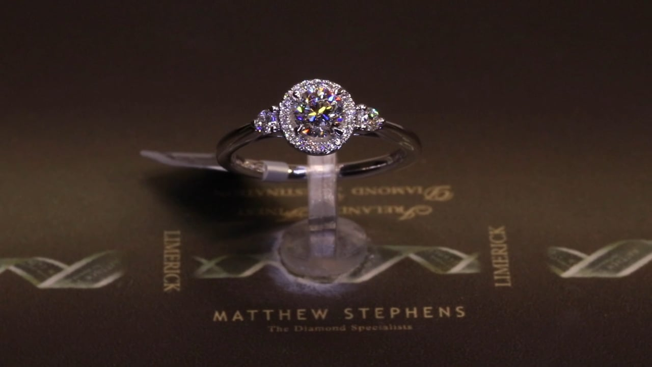 75140 - Round Brilliant Halo with Pear Diamond Sides, T0.71ct, Set in Platinum