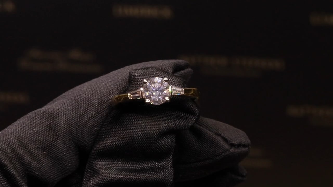 75106 - Round Brilliant Solitaire with Tapered Baguette Side Diamonds, T1.20ct, Set in 18ct Yellow Gold