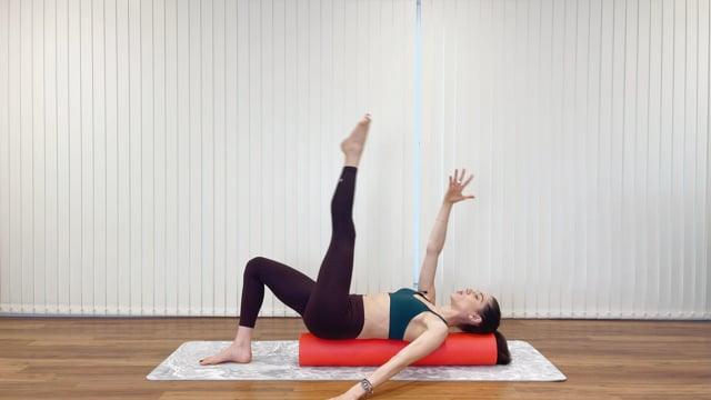 Shapes Abs Booster on the foam roller