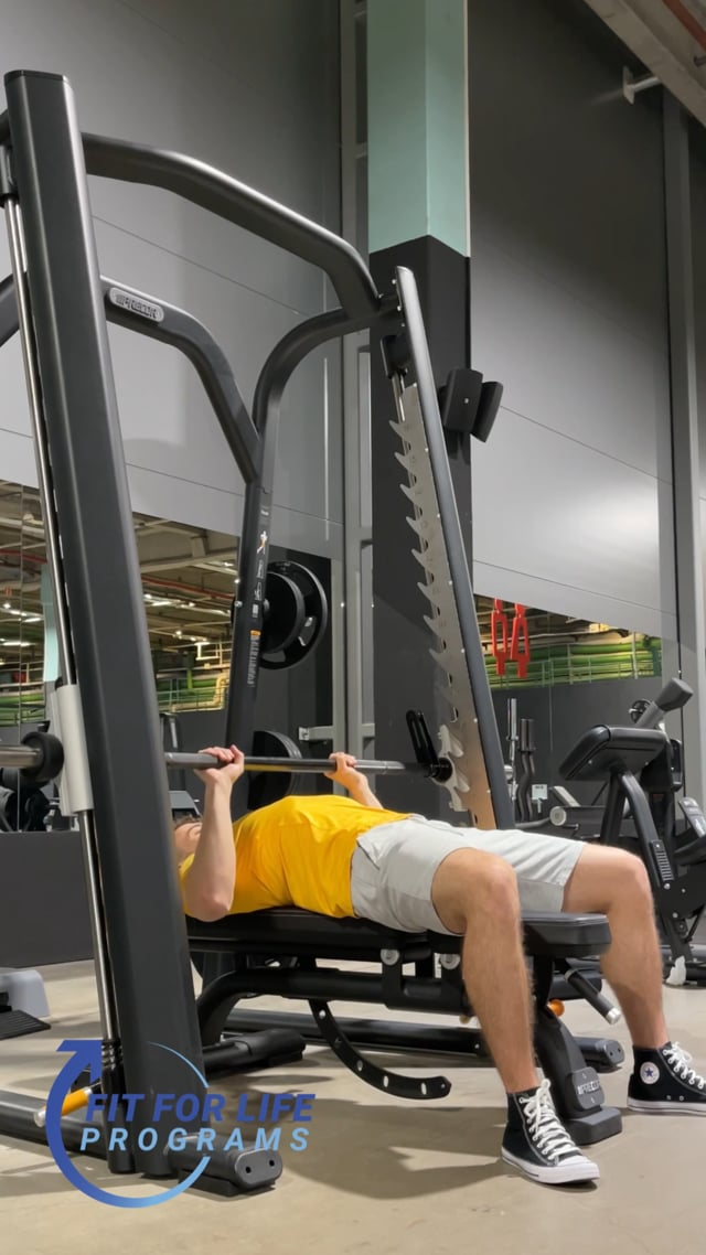 Smith Machine Bench Press, close grip