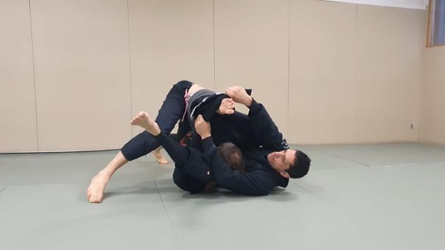 Défense de double under en utilisant le pied dans le lapel