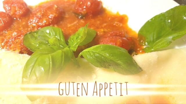Pasta gefuellt mit Mozzarella Tomaten Basilikum
