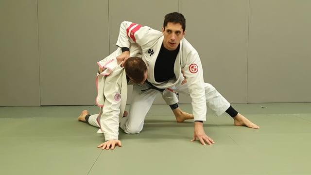Défense de remise à genou de l'adversaire en demi garde