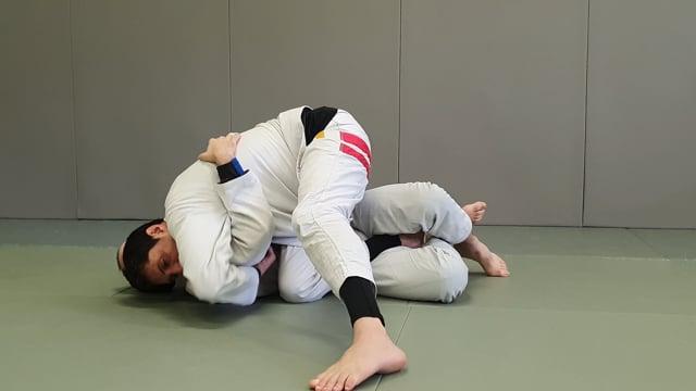 Passage en knee slide avec underhook sur demi garde avec lapel