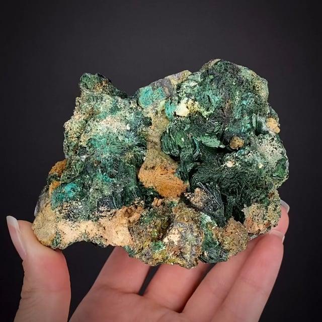 Szenicsite  (type locality) with Cuprian Powellite