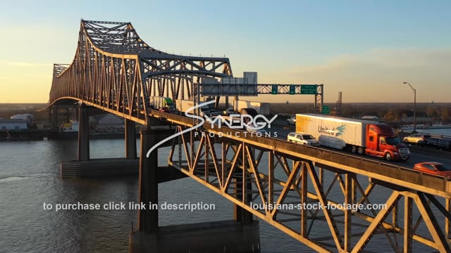 2533 Baton Rouge bridge with traffic over Mississippi River