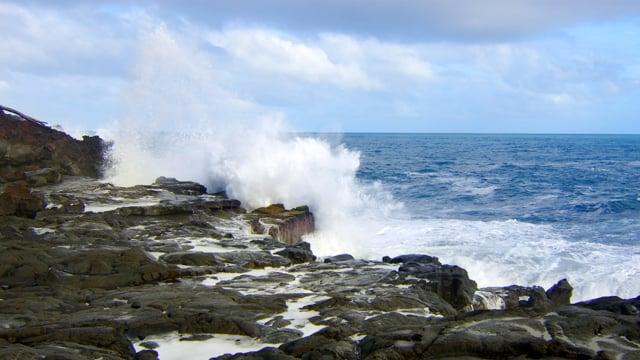 Ocean Waves in Slow Motion - Short Relax Video