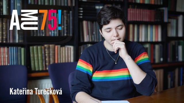 Kateřina Turečková je studentkou Katedry dokumentární tvorby FAMU a také výraznou osobností českého dokumentu. AMU přeje hlavně to, aby skloubila svou filozofii s lidskostí a zvládla také všechny turbulence těchto dob.