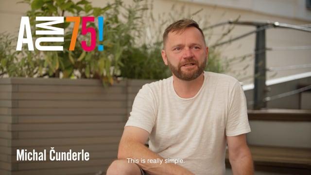 Michal Čunderle je vedoucím jedné z nejmladších kateder na DAMU, a to Katedry autorské tvorby a pedagogiky. Proč podle něj AMU potřebuje hlavně ty nejlepší studenty na světě? Podívejte se na celé jeho videopřání.