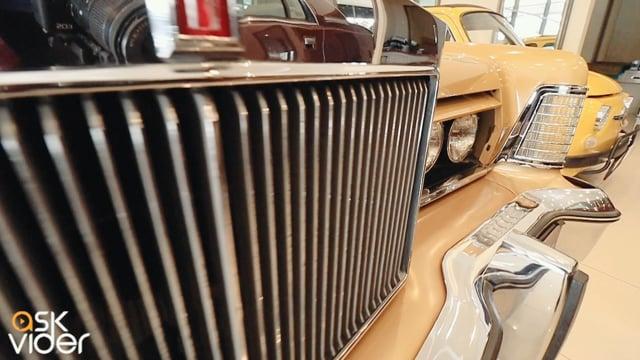 LINCOLN TOWN CAR - GOLD -...