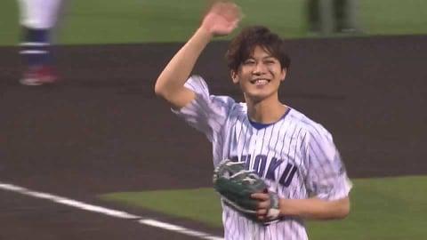 「第61回日本レコード大賞新人賞」受賞の歌謡歌手・新浜レオンさんが始球式!! 2021/5/18 E-F