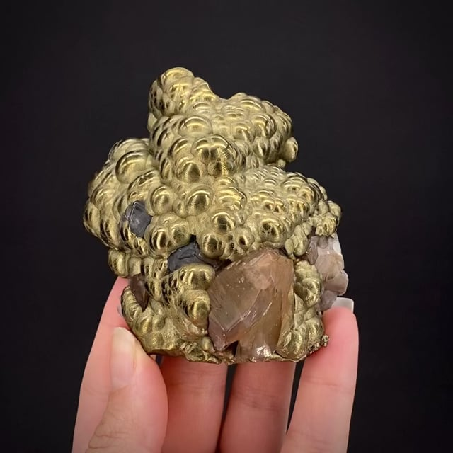 Chalcopyrite with Calcite (twinned)