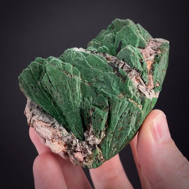 Samarskite-(Y) with REE-fluoride alteration