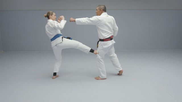 How to defend yourself from a crazy attacker? Part 1 of 4