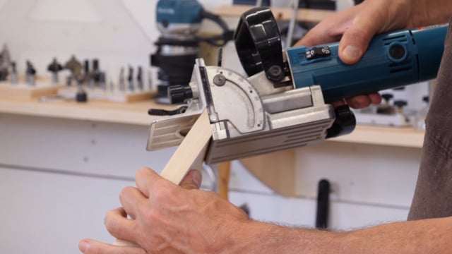 32-How to Join Carcase Miters with Biscuits