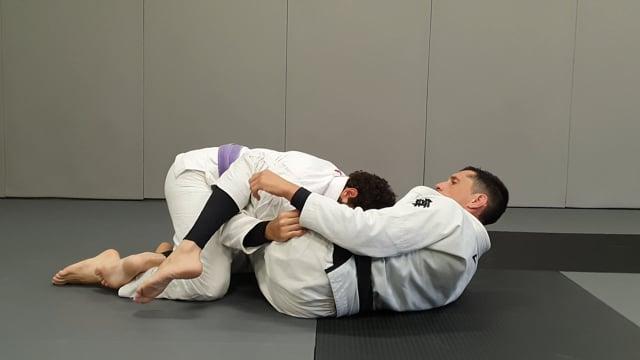 Défense de passage over under en utilisant les jambes
