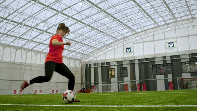 FOOTBALL TRICKS | BRAZILIAN TOE TAPS