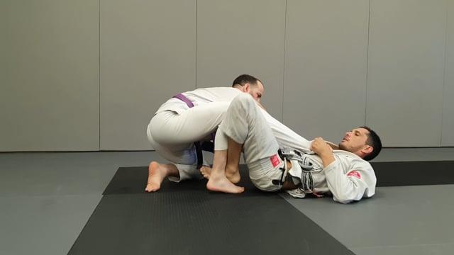 Triangle en col manche quand l'adversaire défend en descendant