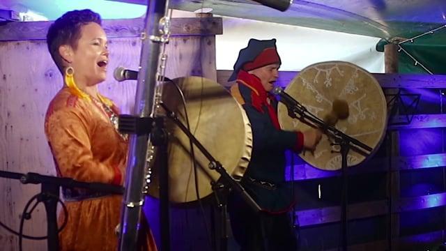 1 – Bigga and Niiles-Jouni Aikio on the stage of Vuohču Sámi Márkanat performing the joik version of Lady in black, by Uriah Heep