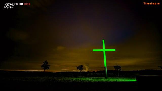 Sunset Papsthügel mit grünem Kreuz