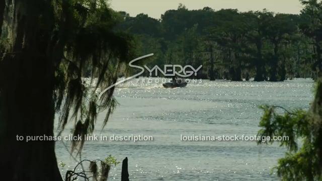 2925 Louisiana fisherman going fishing
