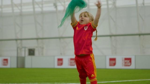 Footie Families   Flag Catch