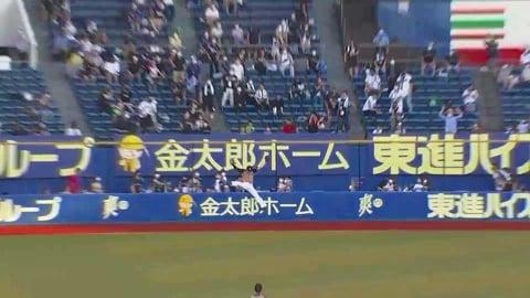 【3回裏】ファイターズ・西川がフェンス際でのジャンピングキャッチ!!   2021/7/10 M-F