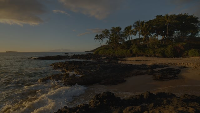 Peaceful Maui Evening and Calming Waves Sounds for Sleep