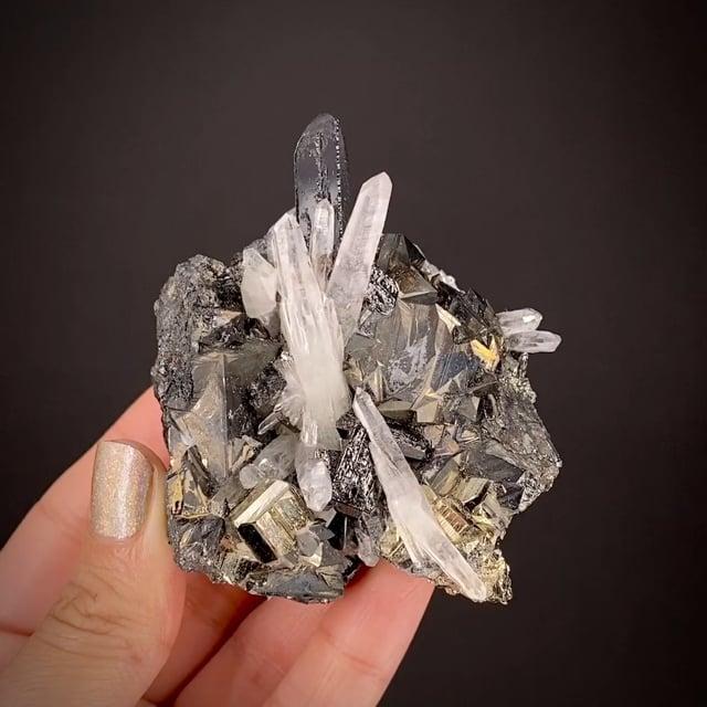 Tetrahedrite, Hubnerite, Quartz and Pyrite