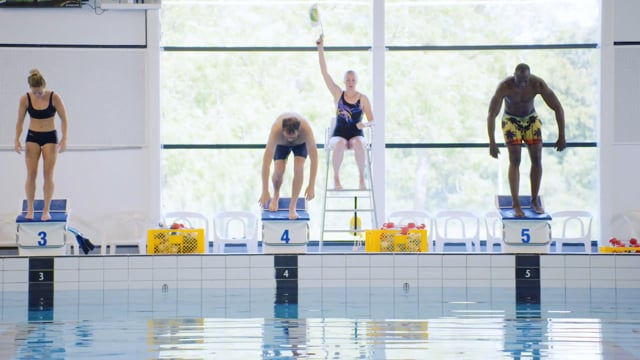 Campina - Aflevering 1 - Zwemmen