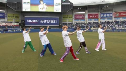 キレキレのダンス!! 5人組音楽グループ「超特急」が試合前にスペシャルライブを実施!!