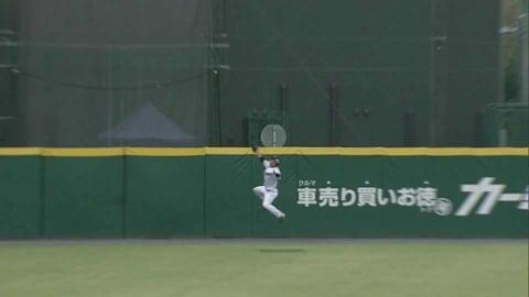 【ファーム】ライオンズ・鈴木 フェンス際の打球をジャンピングキャッチ!! 2021/9/11 L-E(ファーム)