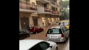 Disastrosa alluvione a Soverato, città invasa dall'acqua