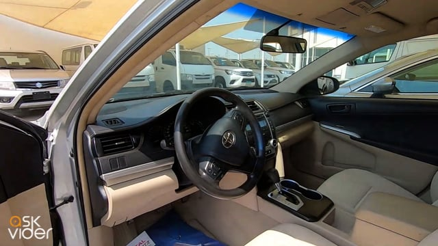TOYOTA CAMRY - SILVER - 2...