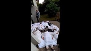 Medici e infermieri protestano contro l'obbligo vaccinale in Francia