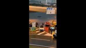 Maltempo in Lombardia, auto sommerse dall'acqua all'aeroporto di Malpensa