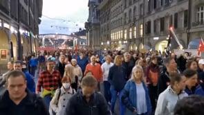 Migliaia di persone protestano a Berna contro il Green Pass