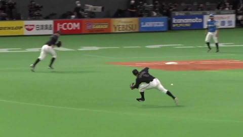 【8回裏】マリーンズ・中村 一二塁間を抜けそうな打球に追いつくファインプレー!! 2021/9/18 F-M